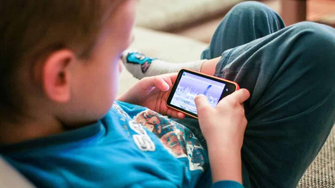 Devez-vous donner un smartphone à votre enfant ?
